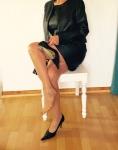 Gouvernante Mami Lehrerin Tante Chefin Domina Duisburg NRW Ruhrgebiet Peitsche Erziehung Bestrafung High Heels Bluse Satin Lederrock Korsett Ledermantel Leder Lederstrapse Mieder Nylons Lederjacke